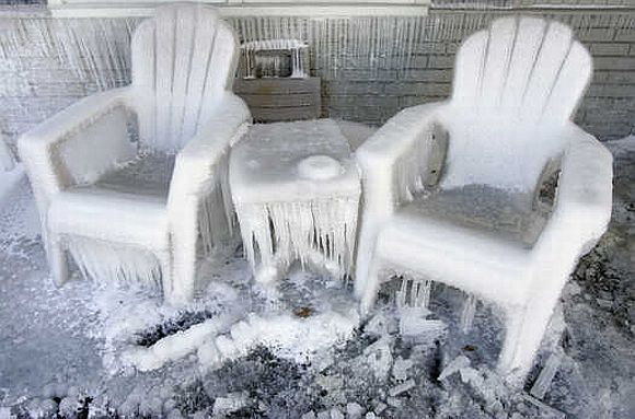 FrozenPorch KCPipeBurst Burst Pipe Puts Kansas City Home On Ice