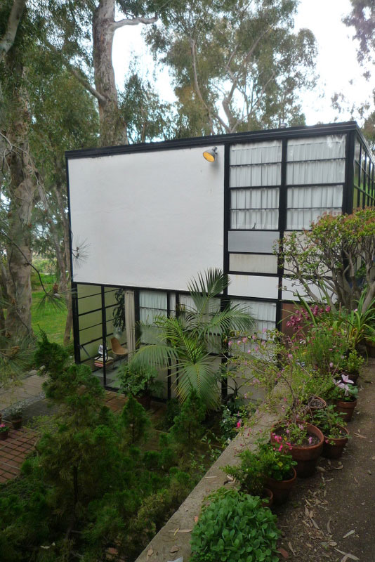 eames-house-white-wall.jpg