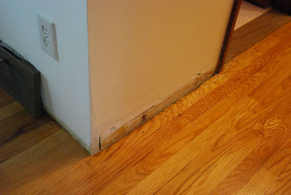floor moulding1 How To Install Baseboard Molding Around A Corner