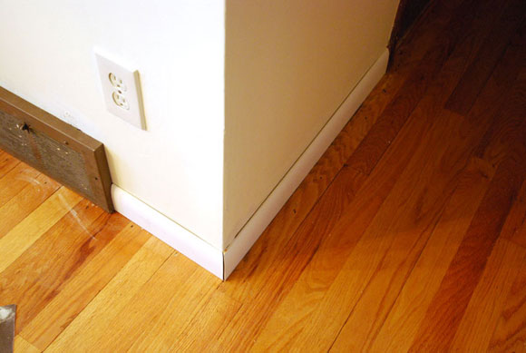 floor moulding2 How To Install Baseboard Molding Around A Corner