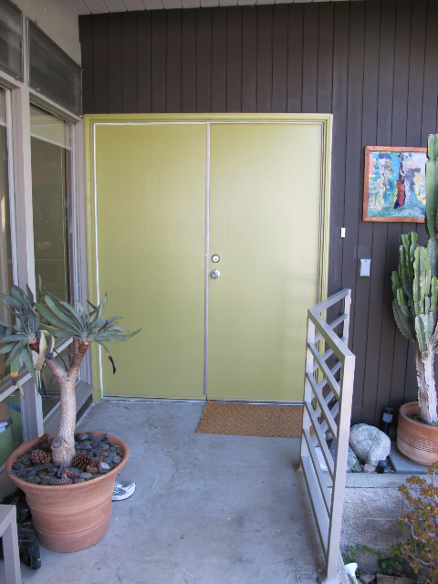 green front door 3 Reasons to Go From Wallflower to Wow