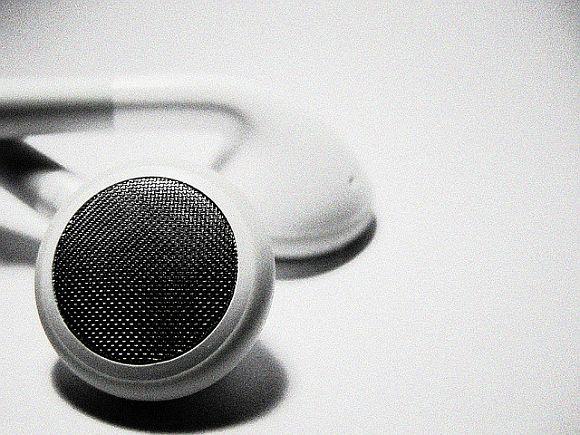iPod_EarBud.jpg