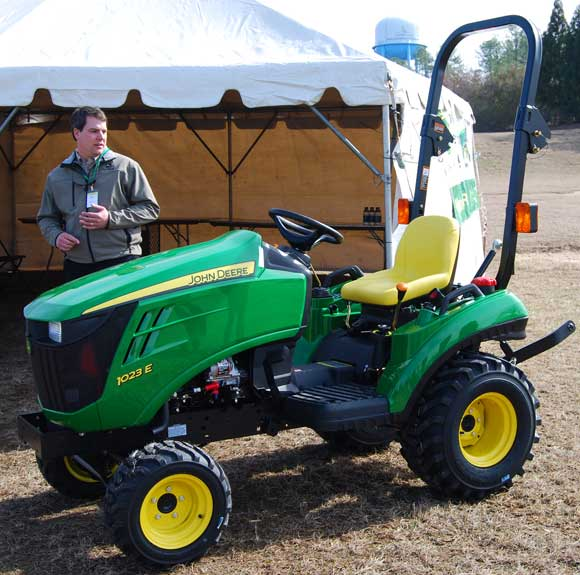 Home » New John Deere 1023e 1 Series Sub Compact Tractor With Front