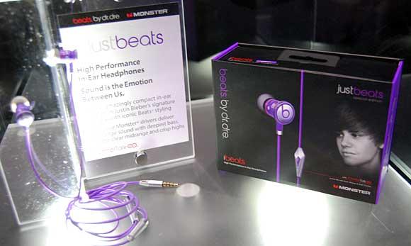 justin-bieber-beats-headphones-monster.jpg